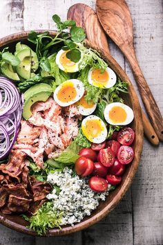 Salmon Cobb Salad ~ a twist on a classic main course salad that proves that salad can complete with tacos or pizza any night of the week! #healthy #recipe #dinner #maincoursesalad #bacon #dressing #healthy #classic #salmon #traditional #brownderby