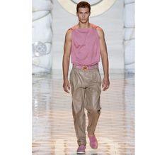 Le défilé Versace printemps-été 2015 http://www.vogue.fr/vogue-hommes/mode/diaporama/les-coups-de-coeur-de-vogue-hommes-international/19251/image/1019257#!le-defile-versace-printemps-ete-2015