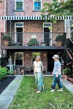Fashion Designer Rebecca Taylor Kicks Up Her Heels in an Park Slope Brownstone - Cottages & Gardens Fashion Designer Rebecca Taylor's Park Slope, Brooklyn Brownstone Brooklyn Backyard, Park Slope Brooklyn, Brooklyn Brownstone, Deck Design, Garden Design, Design Design, Landscape Design, Backyard Kitchen, Cost To Build