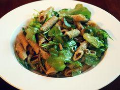 Paras pastasalaatti, vegaani, gluteeniton, hyvä ruokaisa salaatti juhliin