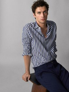 Outfits With Striped Shirts, Polo Shirt Outfits, Casual Shirts, Black Shirt Outfit Men, Smart Casual Outfit, Casual Outfits, Men Casual, Foto Fashion, Mens Fashion