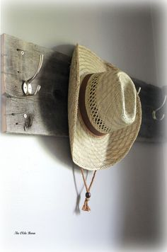 How to Be Rural in an Urban Life So you want to be a country girl (or guy). You don't have to live in the country to be country. Country Life, Country Girls, Ranch Life, Urban Life, Cowboy Hats, Homesteading, Friendship, Barn, Cottage