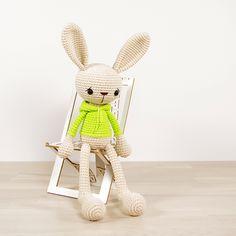 Ravelry: Bunny in a Hoodie pattern by Kristi Tullus €4.50 EUR