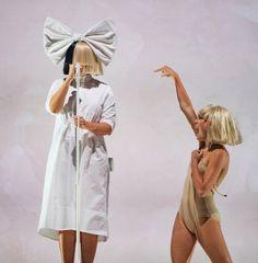 Maddie Ziegler and Sia Maddie Ziegler Chandelier, Maddie Ziegler Sia, Sia And Maddie, Maddie Zeigler, Sia Kate Isobelle Furler, Sia Music, Girl Artist, Female Singers, Dance Moms