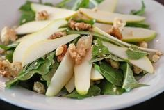 Summer Recipe for Simple Weight Loss Detox: Dandelion, Pear Goat Cheese Salad Best High Protein Foods, High Protein Recipes, Healthy Recipes For Weight Loss, Healthy Salad Recipes, Pear And Blue Cheese Salad, Goat Cheese Salad, Dandelion Recipes, Pear Salad, Vegetarian Protein