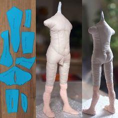 Photo - Her Crochet Textile Sculpture, Soft Sculpture, Doll Clothes Patterns, Doll Patterns, Muñeca Diy, Doll Making Tutorials, Clothespin Dolls, Small Sculptures, Polymer Clay Dolls