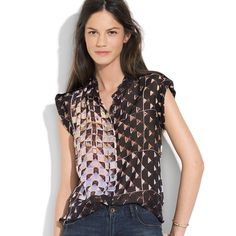 Madewell print lover top Utilitarian details meet a stroke of artsy genius—it's a just-right mix we can't get enough of. •Boyfriend fit. •100% Silk chiffon. •Dry clean. •in perfect condition. Will steam before ship. Make an offer. Madewell Tops Blouses