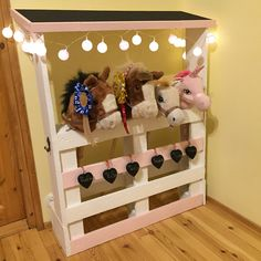 Our most important project This and the # our Toy Horse Stable, Diy And Crafts, Crafts For Kids, Horse Birthday Parties, Festa Toy Story, Stick Horses, Horse Party, Horse Crafts, Hobby Horse