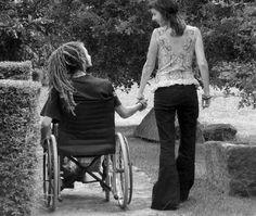 De gehandicapte zus van Lise haar oma komt 3 jaar later in het klooster terecht en wordt door haar jongere zus aan haar lot overgelaten. Ze heeft 1 vriend en dat is de rosse kater die zwerft rond het klooster.