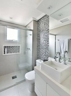 apartamento decorado banheiro com pastilhas cinza tetriz arquitetura Bathroom Design Small, Bathroom Interior Design, Modern Bathroom, Comfort Room, Bathroom Inspiration, Home Renovation, House Design, Home Decor, Diy Exterior
