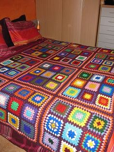 This Pin was discovered by Suk Point Granny Au Crochet, Easy Crochet Blanket, Crochet Bedspread, Crochet Blanket Patterns, Crochet Doilies, Crochet Stitches, Crochet Blocks, Crochet Squares, Crochet Fish