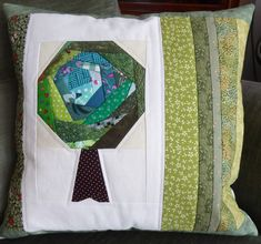 Kissen Baum crazy. Facial Tissue, Quilts, Blanket, Tree Structure, Pillows, Quilt Sets, Blankets, Log Cabin Quilts, Cover
