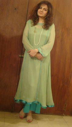 salwar kameez design Pakistani Casual Wear, Pakistani Dress Design, Pakistani Dresses, Indian Dresses, Designer Punjabi Suits, Indian Designer Wear, Indian Attire, Indian Wear, Kamiz