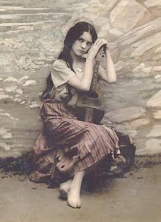 Romani Woman  Found on anticatreasures.blogspot.com