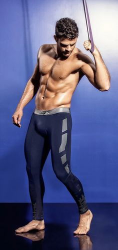 Mens Fitness, Fitness Gear, Mens Compression Pants, Gym Outfit Men, Chico Fitness, Mens Tights, Figure Poses, Male Poses, Tights Outfit