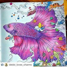 Parte 2 da página dupla de  @debbi_loves_charms  Que coisa linda!  ・・・ Second fish from book animorphia  #animorphia #kerbyrosanes #adultcoloringbook #adultcolouringbooks #coloringbook  #colorindolivrostop  #mundodaspinturas  #mundoscoloridos  #desenhoscolorir #illustration  #art