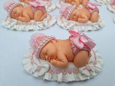 Baby shoes fondant girl Ideas for 2020 Fondant Girl, Fondant Rose, Fondant Flowers, Fondant Cakes, Moldes Para Baby Shower, Baby Mold, Baby Cupcake, Handbag Cakes, Baby Frame