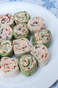 The classic party appetizer with a Southwest twist. These pretty Southwest Chicken Tortilla Pinwheels are made ahead and are waiting for you in the refrigerator to slice and serve at party time. A great addition to your appetizer menu at any time of year. Chicken Pinwheels, Pizza Pinwheels, Tortilla Pinwheels, Mexican Pinwheels, Tortilla Pinwheel Appetizers, Tortilla Rolls, Yummy Appetizers, Appetizers For Party, Appetizer Recipes