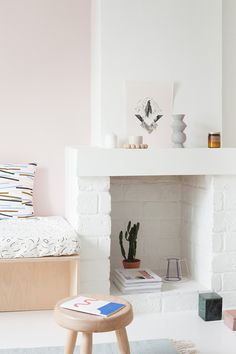 Pin by Joly Alexandra on Dans la maison White Fireplace, Cozy Fireplace, Fireplace Ideas, Best Interior, Interior Design, Modern Scandinavian Interior, Pastel Interior, Mantle Piece, Piece A Vivre