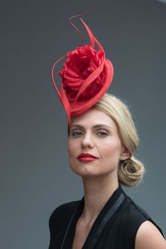Handcrafted in our London studio.Sinamay cocktail hat with Silk flower, twists and ostrich quills.Secured with a hairband and comb.Colour: Red.1 in stock. Delivery 3-5 working days.Sent free within the UK. Includes a Black