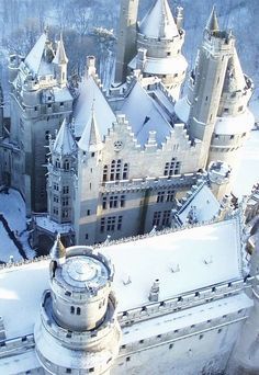 15 Beautiful Castles During Winter -- Photo: Chateau de Pierrefonds, France Beautiful Castles, Beautiful Buildings, Beautiful Places, Amazing Places, Oh The Places You'll Go, Places To Visit, Linderhof, Snow Castle, Ancient Architecture