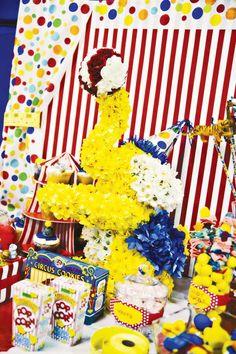 circus-party-ideas-flower-elephant-centerpiece
