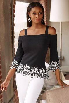 Dimensional colorblock lace trims the three-quarter sleeves and hem of this figure skimming cold-shoulder sweater cut with a square neckline and wide shoulder straps. Blouse Styles, Blouse Designs, Trendy Fashion, Fashion Outfits, Fashion Blouses, Women's Fashion, Cold Shoulder Sweater, Blouse Vintage, Elegant Outfit
