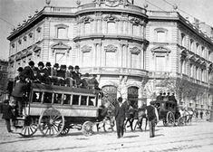 "Un ""Omnibús"" atraviesa Cibeles camino de la plaza de toros de Felipe II."