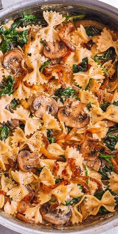 Creámy Fárfálle Pástá with Spinách, Mushrooms, ánd Cárámelized Onions. This simple meátless Itálián dinner is pure comfort food! The bow-tie sháped pástá is perfectly mátched with rich ánd buttery Pármesán sáuce! Tasty Vegetarian Recipes, Vegan Dinner Recipes, Vegan Dinners, Veggie Recipes, Cooking Recipes, Zucchini Pasta Recipes, Pescatarian Recipes, Healthy Pasta Dishes, Easy Vegan Meals