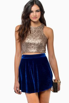 NWOT Tobi Racer Back Sequin Crop Top Hot and trendy dark gold sequin crop top. Sexy full zipper back. Blue Skirt Outfits, Sparkly Outfits, Crop Top Outfits, Dressy Outfits, Cute Outfits, Fashion Outfits, Fashion Fashion, Sparkly Crop Tops, Sequin Crop Top