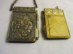 http://www.ebay.fr/itm/2-Antique-Enamel-Art-Nouveau-Reynolds-Cherubs-Aide-memoire-Chatelaine-/201195327714?pt=UK_Antiques_DecorativeAntiques_Collectables_EH