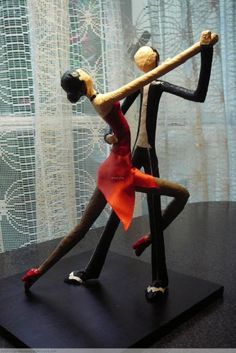 May I have this Dance ? Paper Mache Clay, Paper Mache Sculpture, Paper Mache Crafts, Wire Crafts, Clay Art, Clay Dolls, Art Dolls, Arte Linear, Homemade Art