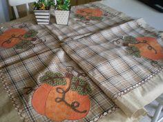 toalha de mesa com aplicaçao em aboboras