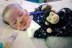 <p>SJELDEN SYKDOM: 11 måneder gamle Charlie Gard lider av en sjelden mitokondriesykdom. Sykehuset i London, mener han bør dø i fred. Men foreldrene ønsker å gi ham eksperimentell behandling i USA.</p>