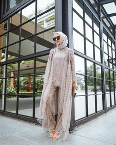 Model Dress Kebaya, Kebaya Modern Dress, Muslim Fashion, Hijab Fashion, Fashion Outfits, Hijab Prom Dress, Hijab Gown, Model Kebaya Modern, Simple Pakistani Dresses