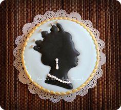 Queen Elizabeth II Cameo Cookies