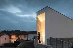 Raul Sousa Cardoso & Graca Vaz, Mortuary House in Vila Caiz, Amarante, Portugal