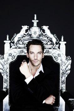 Dracula-Jonathan Rhys Meyers is beautiful. Lovin Friday nights