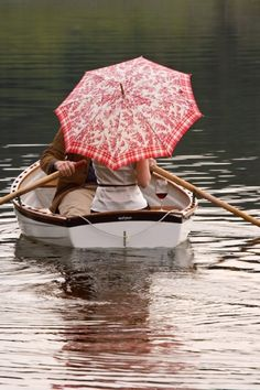 A row boat and oars to go on our pond. Pick a colorful parasol to get add a romantic touch. True Love Couples, Perfect Day, Umbrellas Parasols, Under My Umbrella, Red Umbrella, Foto Art, We Are The World, Simple Pleasures, Plein Air