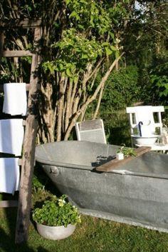 Le modèle de salle de bain extérieur- pureté pour l'esprit et le corp - modèle-de-salle-de-bain-vintage-capmagne-style