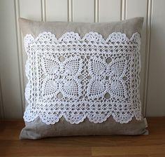 Applications in Crochet - Nahen Crochet Cushions, Sewing Pillows, Crochet Pillow, Diy Pillows, Crochet Motif, Decorative Pillows, Crochet Patterns, Throw Pillows, Doilies Crafts
