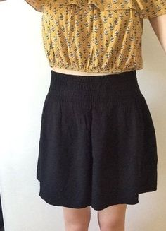 À vendre sur #vintedfrance ! http://www.vinted.fr/mode-femmes/jupes-patineuses/26739528-jupe-patineuse-noir-etam-38