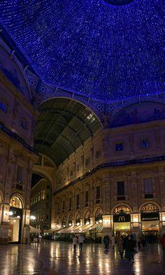 Pelo Mundo...  Galeria Vittorio Emanuele sob o céu azul... Milão.