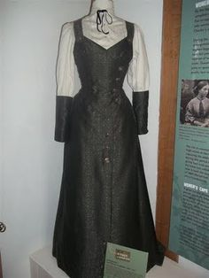 Dorcas Lane's dress from Lark Rise to Candleford. I really want to figure out how to make this for myself!