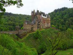 traumpfad eltzer burgpanorama Europe, Germany Travel, Barcelona Cathedral, Wanderlust, Hiking, London, Landscape, World, Building