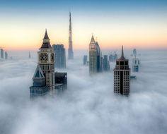 霧の中のドバイ(アラブ首長国連邦)