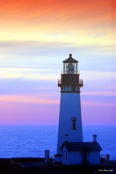 A very nice picture of the Yaquina Head Lighthouse in #Oregon! http://oregonbeachvacations.com/