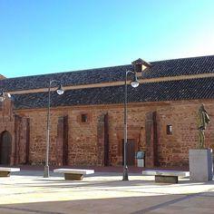 Buenos días continuamos la visita por #AlcazardeSanJuan por la Iglesia de Santa María La Mayor con mezcla de estilos mudejar románico renacentista y barroco. Se trata de la iglesia más antigua de Alcázar de San Juan. Del S. XIII.  http://ift.tt/2gcGuMQ  #love #TagsForLikes #TagsForLikesApp #FelizDomingo #tweegram #photooftheday #20likes #amazing #smile #follow4follow #lamanchacentro #look #instalike #quijote #picoftheday #food #instadaily #instafollow #followme #iphoneonly #bestoftheday…
