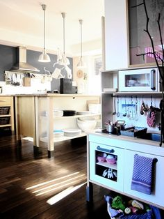 Love the Kids Kitchen in a real kitchen.....If only we could keep them little....A little longer!