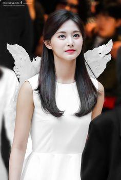 Pin by Khoo Zhi Yuan on K pop in 2020 Nayeon, Kpop Girl Groups, Korean Girl Groups, Kpop Girls, Twice Jyp, Tzuyu Twice, K Pop, Korean Beauty, Indian Beauty